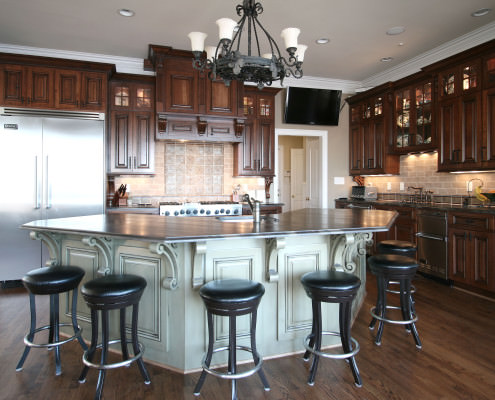 kitchen,island,decorative details,two toned cabinets,traditional,corbels