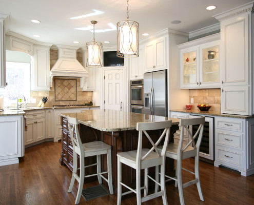 kitchen,island,decorative details,two toned cabinets,transitional style,ideas